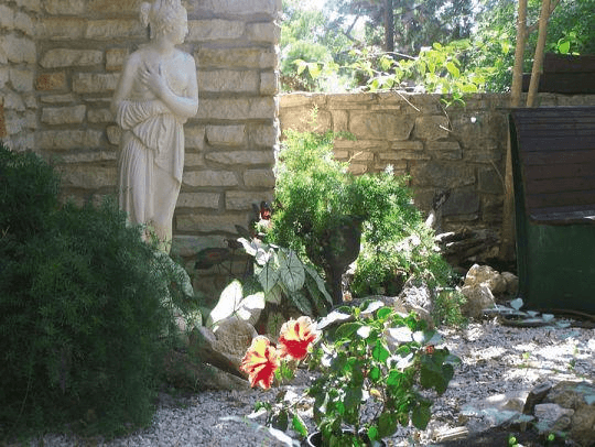 Lou's House